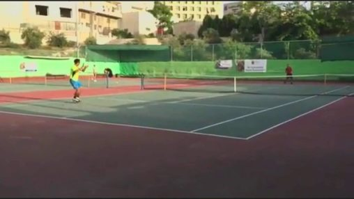 Amazing tennis trick shot -Dropshot-